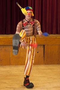 Circus-Doki-Circusvoorstelling-jongleren