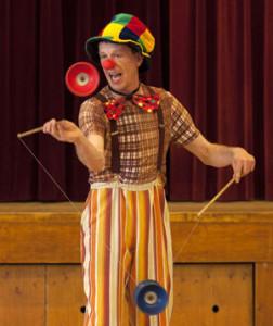 Circus-Doki-CircusVoorstelling-diabolo